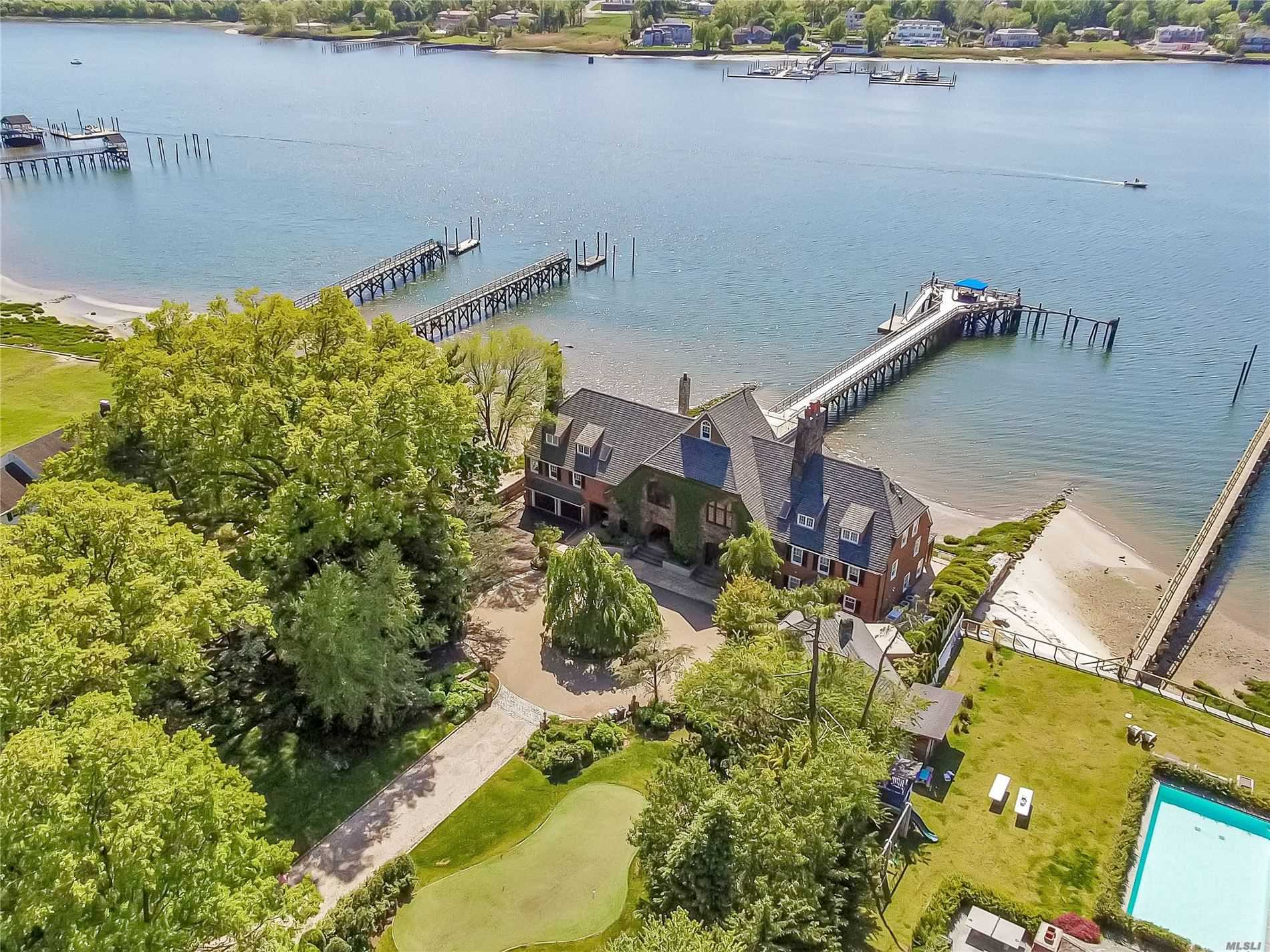 Residential For Sale in 95 Lake Road, Manhasset, NY ,11030