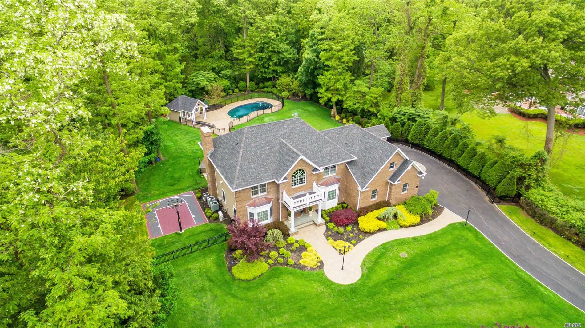 Residential For Sale in 7 Fox Point Drive, Nissequogue, NY ,11780
