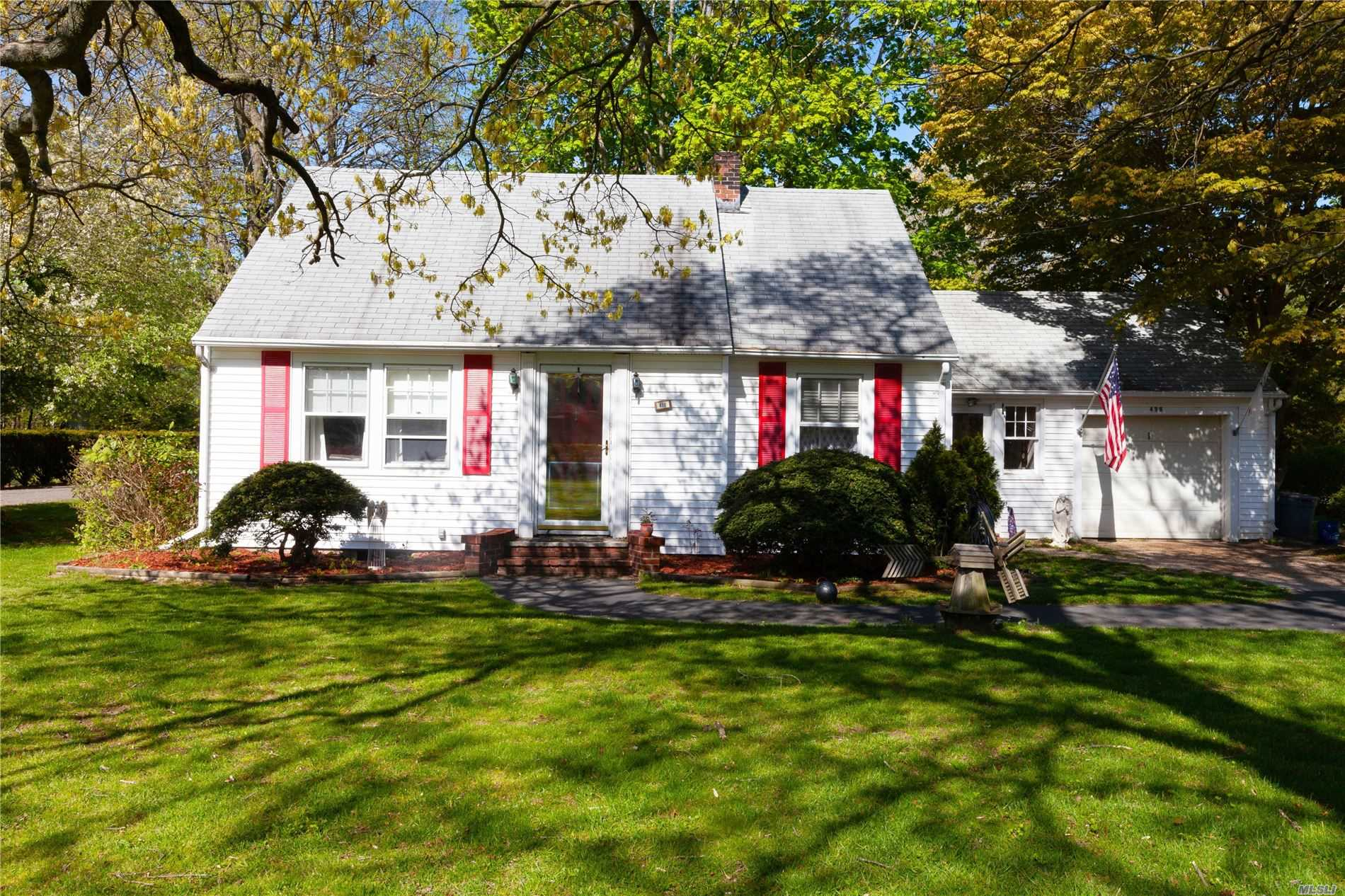 Residential For Sale in 488 Yaphank Middle Island Rd, Yaphank, NY ,11980