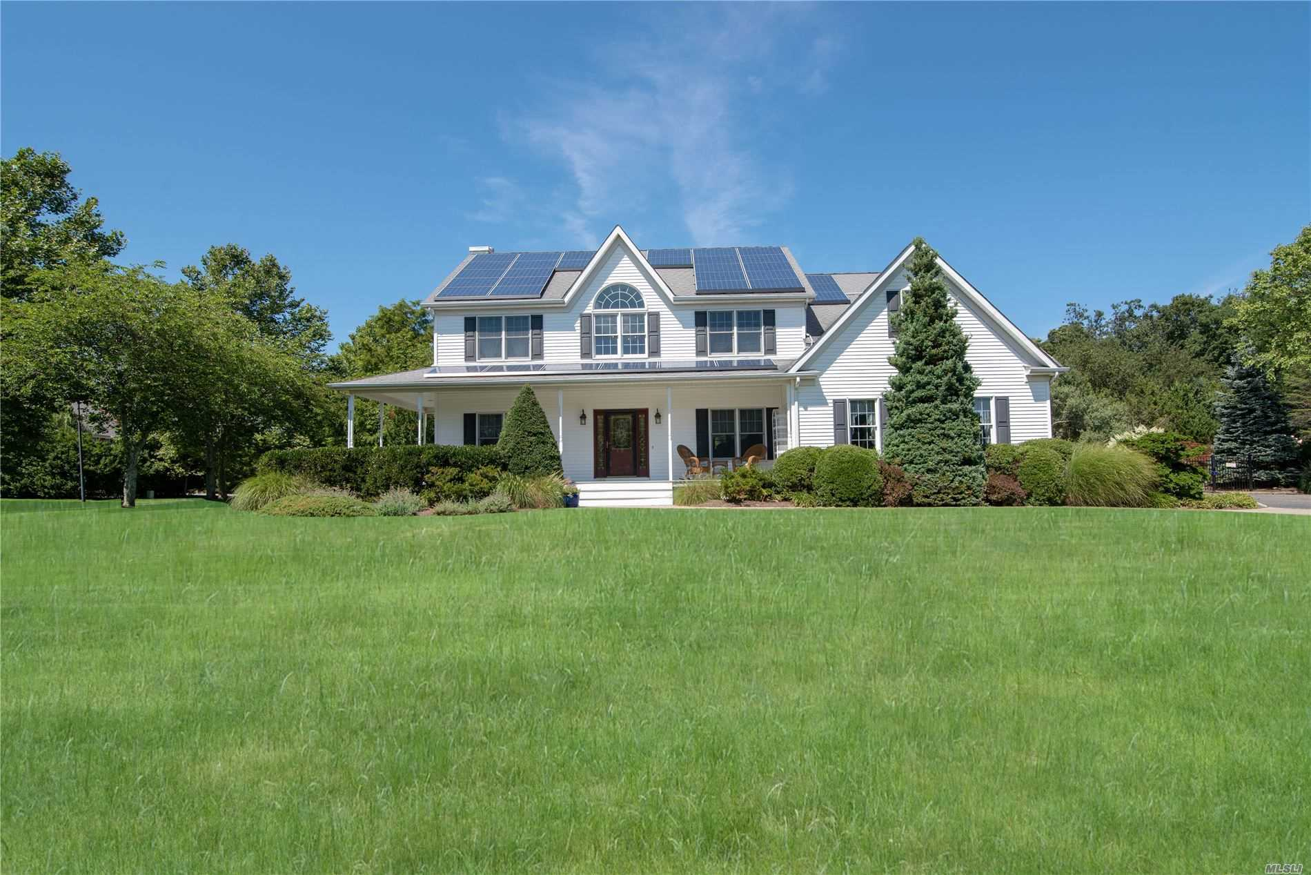 Residential For Sale in 12 Pheasant Court, Riverhead, NY ,11901