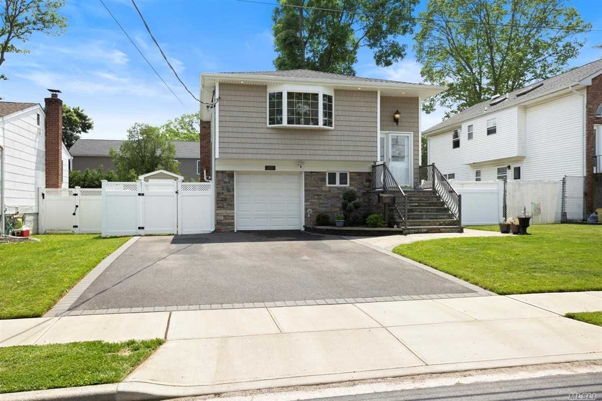 Residential For Sale in 232A Oak St N, Massapequa, NY ,11758