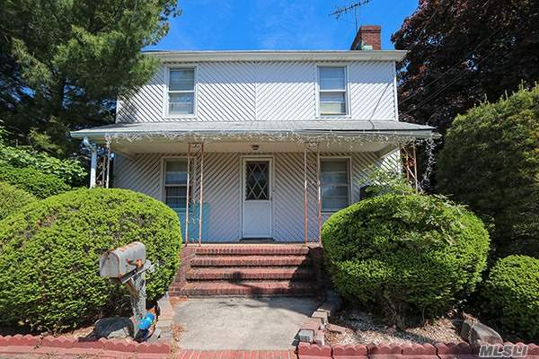 Residential For Sale in 245 Mineola Ave, Carle Place, NY ,11514