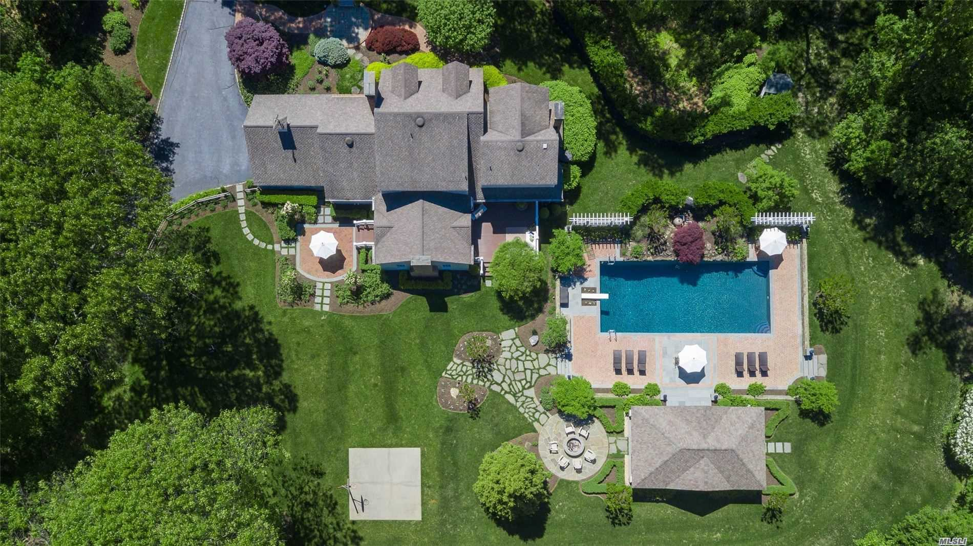 Residential For Sale in 3 Hawks Nest, Nissequogue, NY ,11780