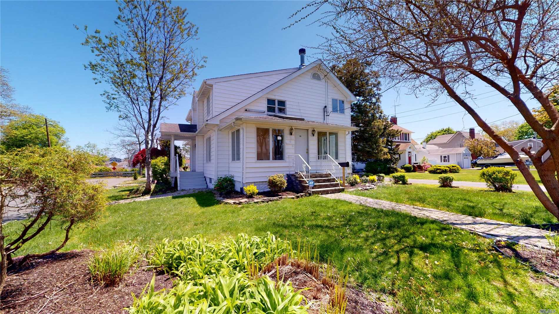 Residential For Sale in 105 Baylawn Avenue, Copiague, NY ,11726