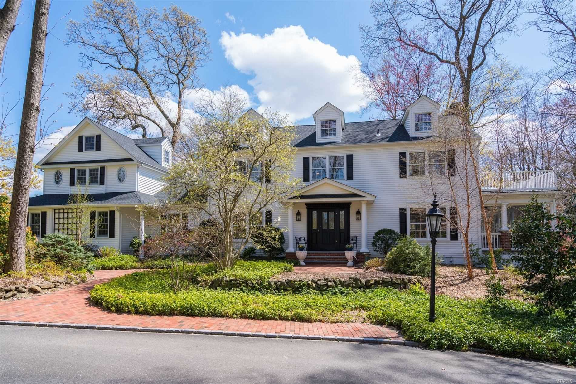 Residential For Sale in 15 White Hill Road, Cold Spring Hrbr, NY ,11724