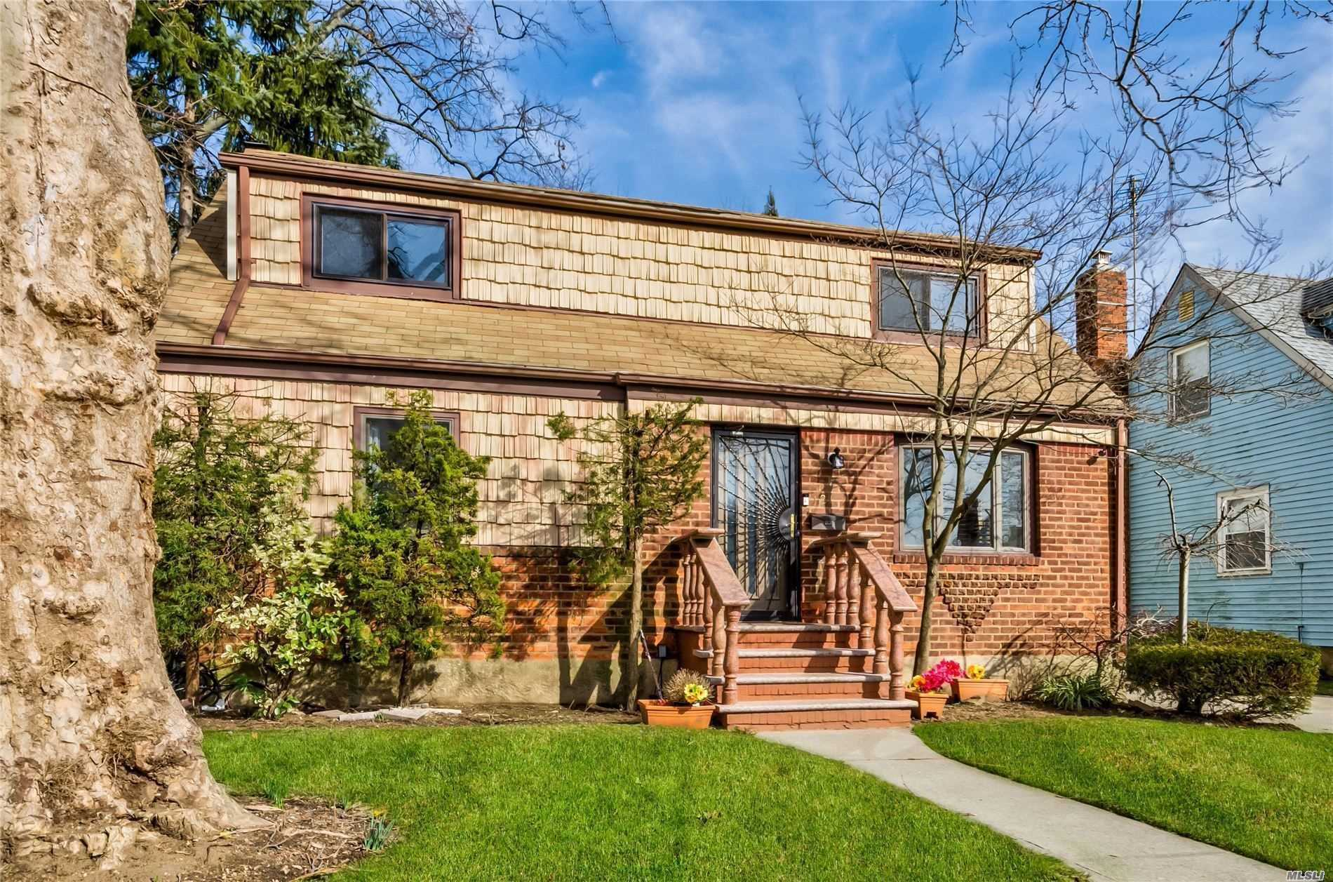 Residential For Sale in 121 Montague Street N, Valley Stream, NY ,11580
