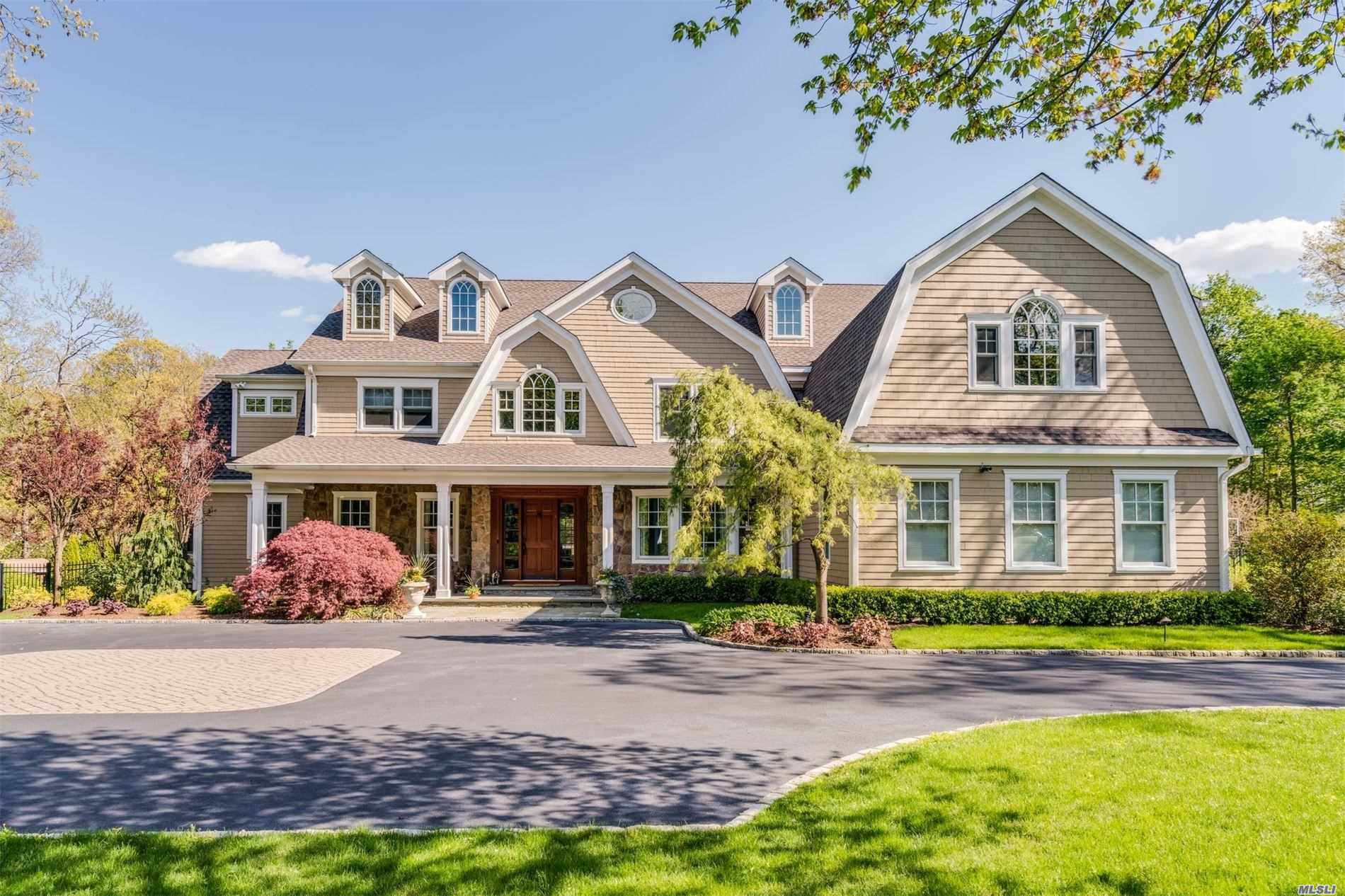 Residential For Sale in 21 White Hill Road, Cold Spring Hrbr, NY ,11724