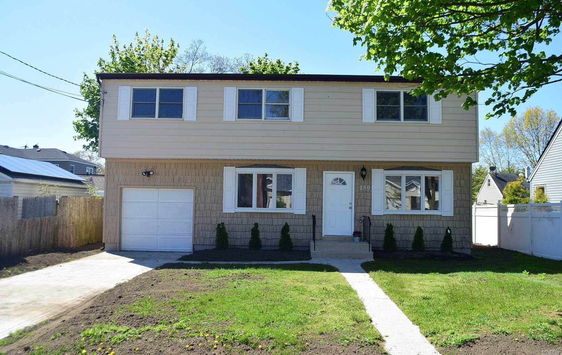 Residential For Sale in 150 Brookside Ct, Copiague, NY ,11726