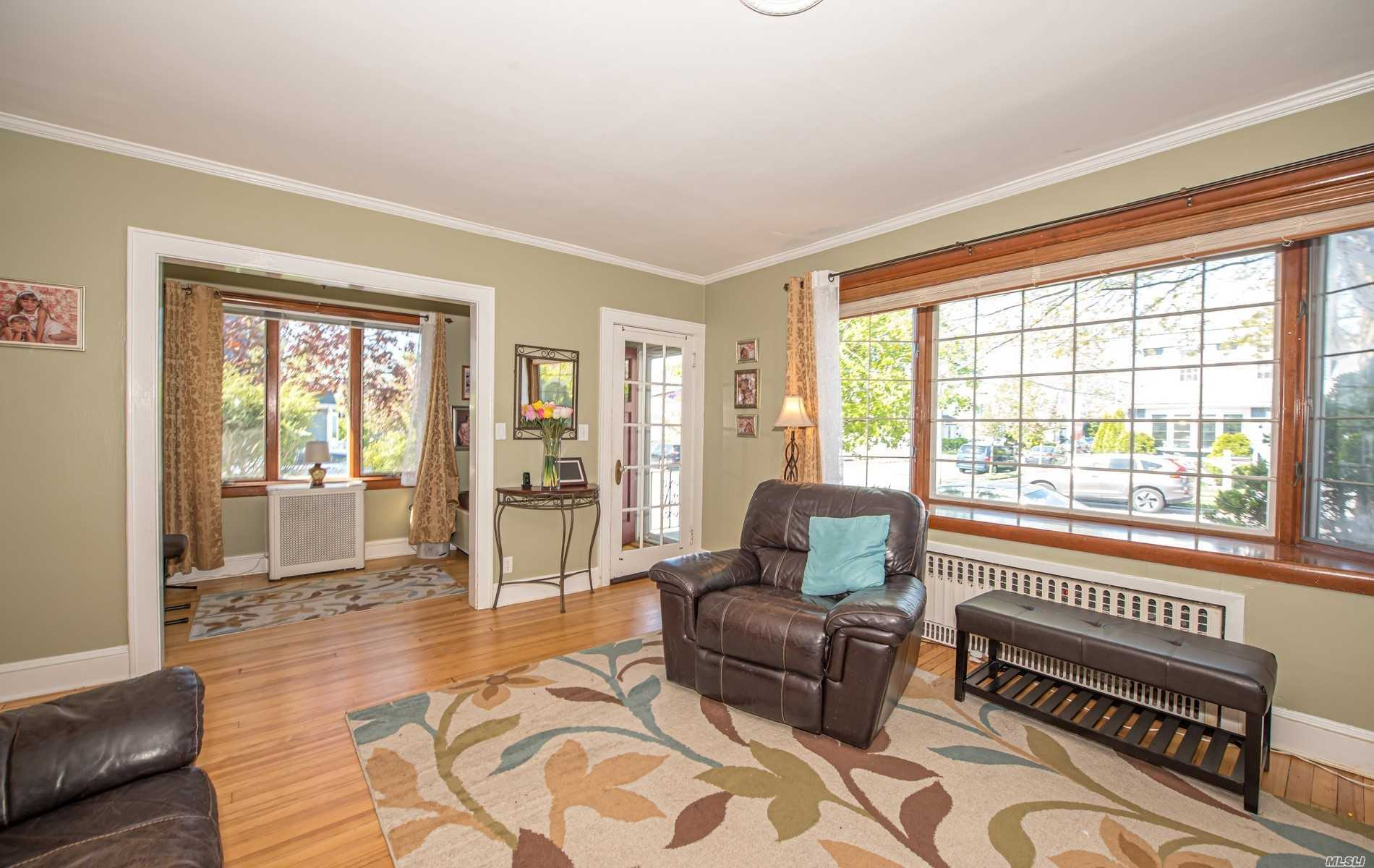 Residential For Sale in 227 Broad Street, Williston Park, NY ,11596