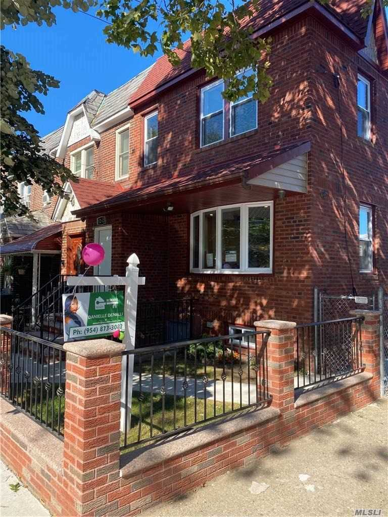 Residential For Sale in 112-23 204, St. Albans, NY ,11412