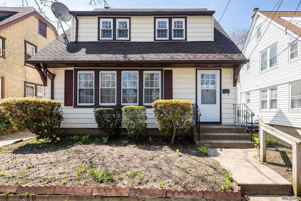 Residential For Sale in 10 Astor Place, Williston Park, NY ,11596