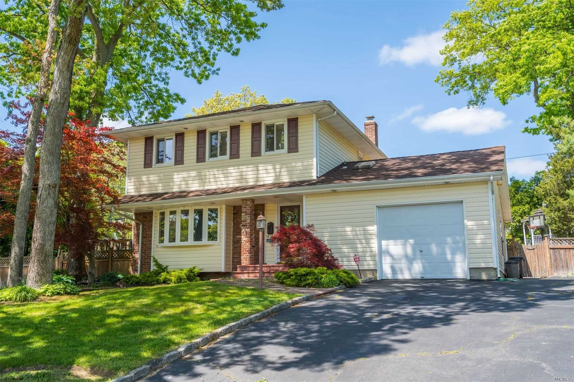 Residential For Sale in 1 Chatham Road, Commack, NY ,11725
