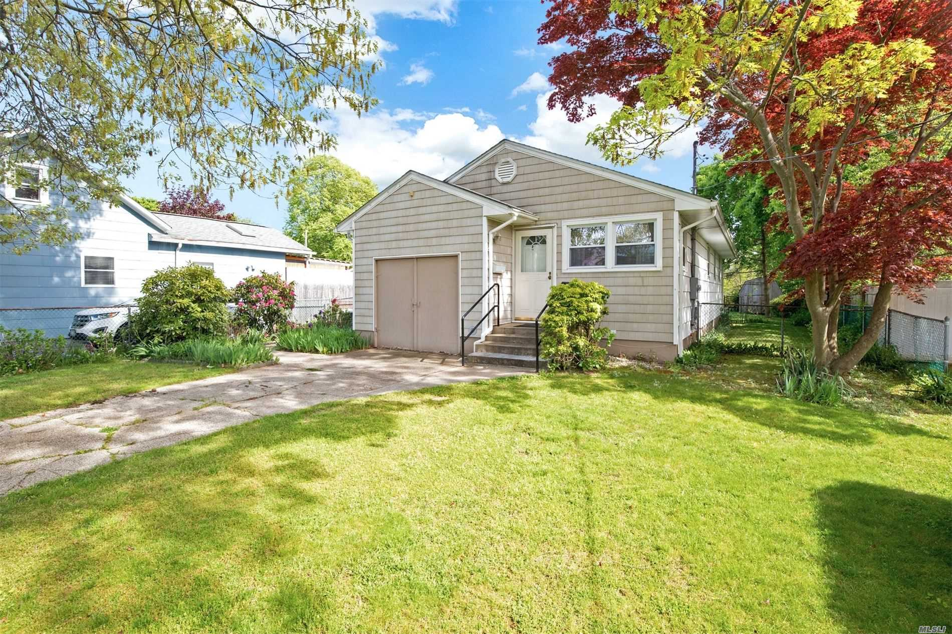 Residential For Sale in 42 Andrew Avenue, Islip Terrace, NY ,11752