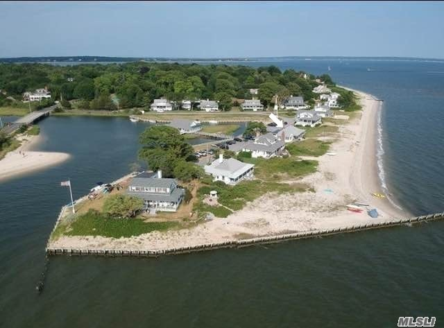 Residential For Sale in 755 Kimogenor Point, New Suffolk, NY ,11956