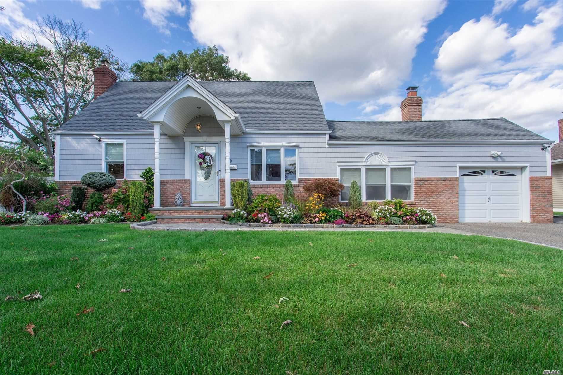 Residential For Sale in 191 Boston Avenue N, Massapequa, NY ,11758