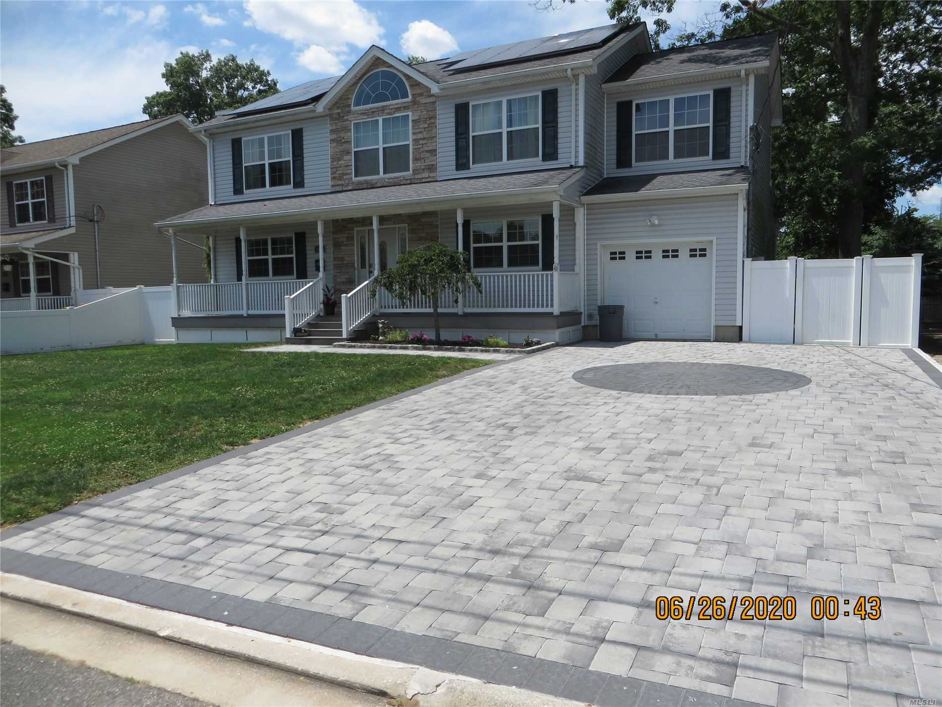 Residential For Sale in 34 Ruth Pl, N. Babylon, NY ,11703