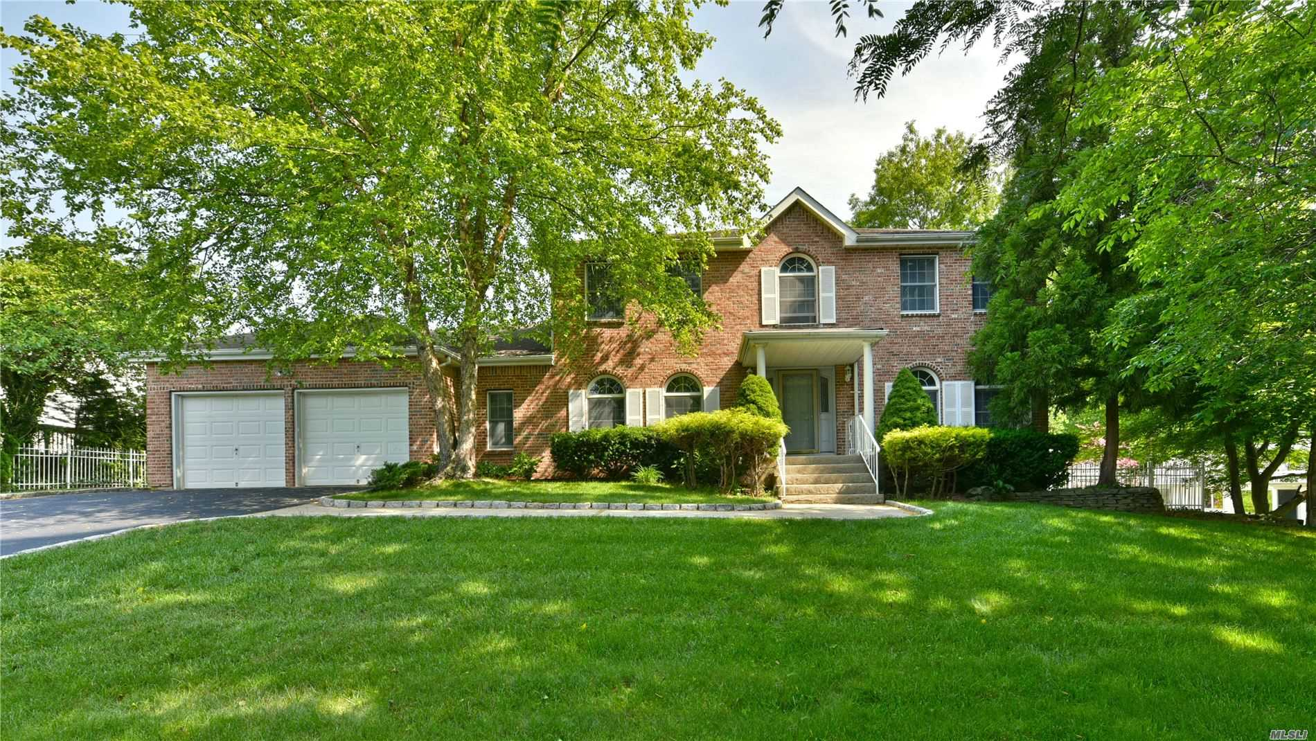 Residential For Sale in 43 Lincoln Avenue, Nesconset, NY ,11767