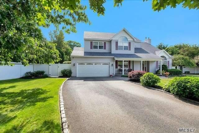 Residential For Sale in 3 Meadow Ct, Nesconset, NY ,11767