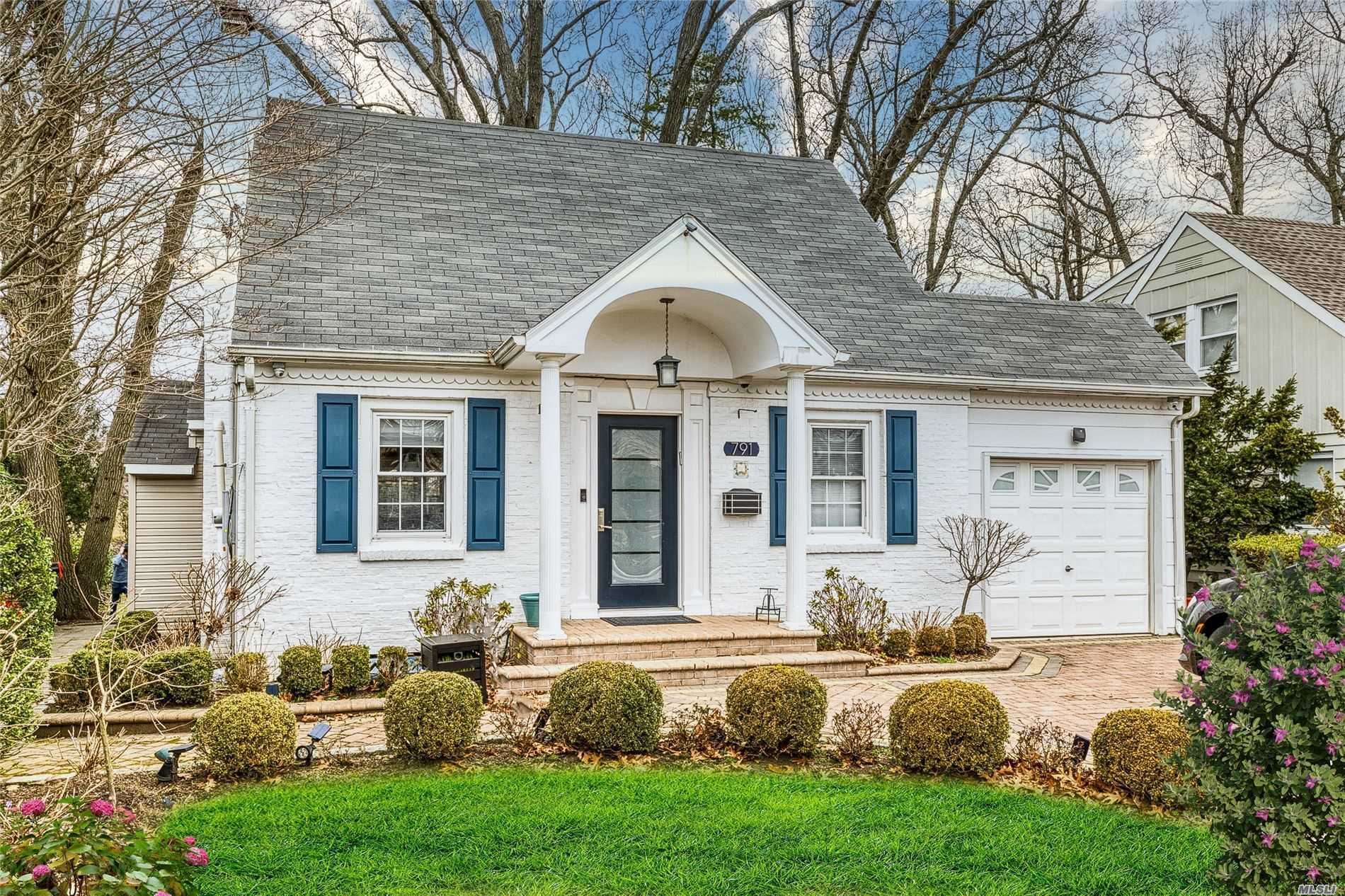 Residential For Sale in 791 Hempstead Ave, W. Hempstead, NY ,11552