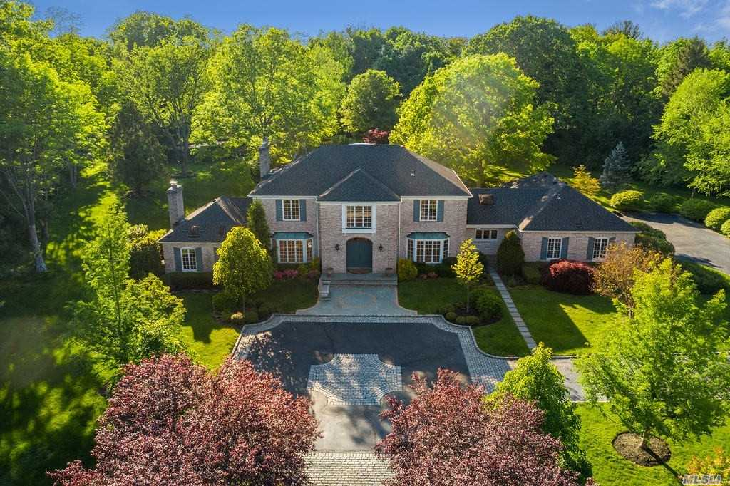Residential For Sale in 25 Long Ridge Lane, Old Brookville, NY ,11545