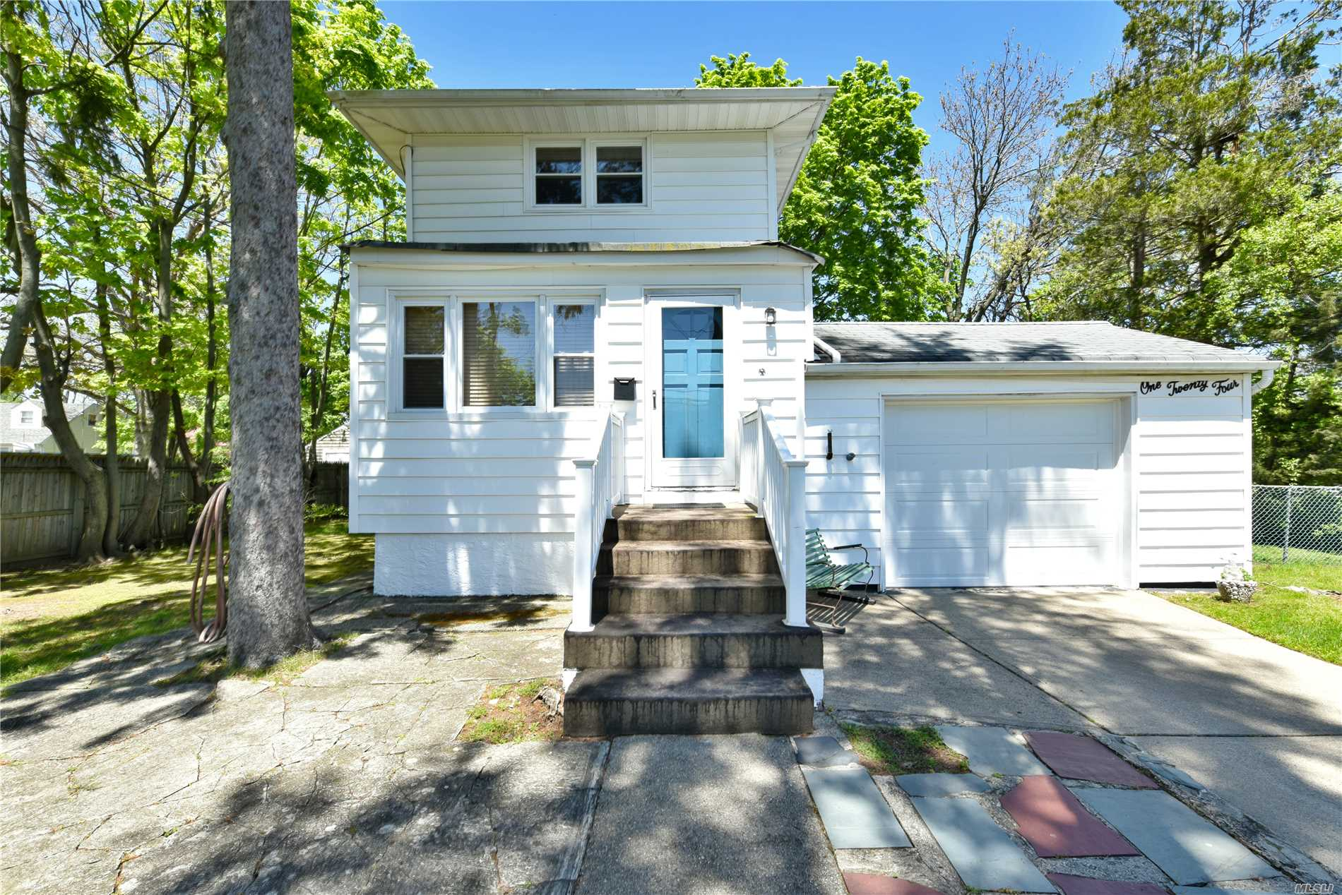 Residential For Sale in 124 North Drive, Massapequa, NY ,11758