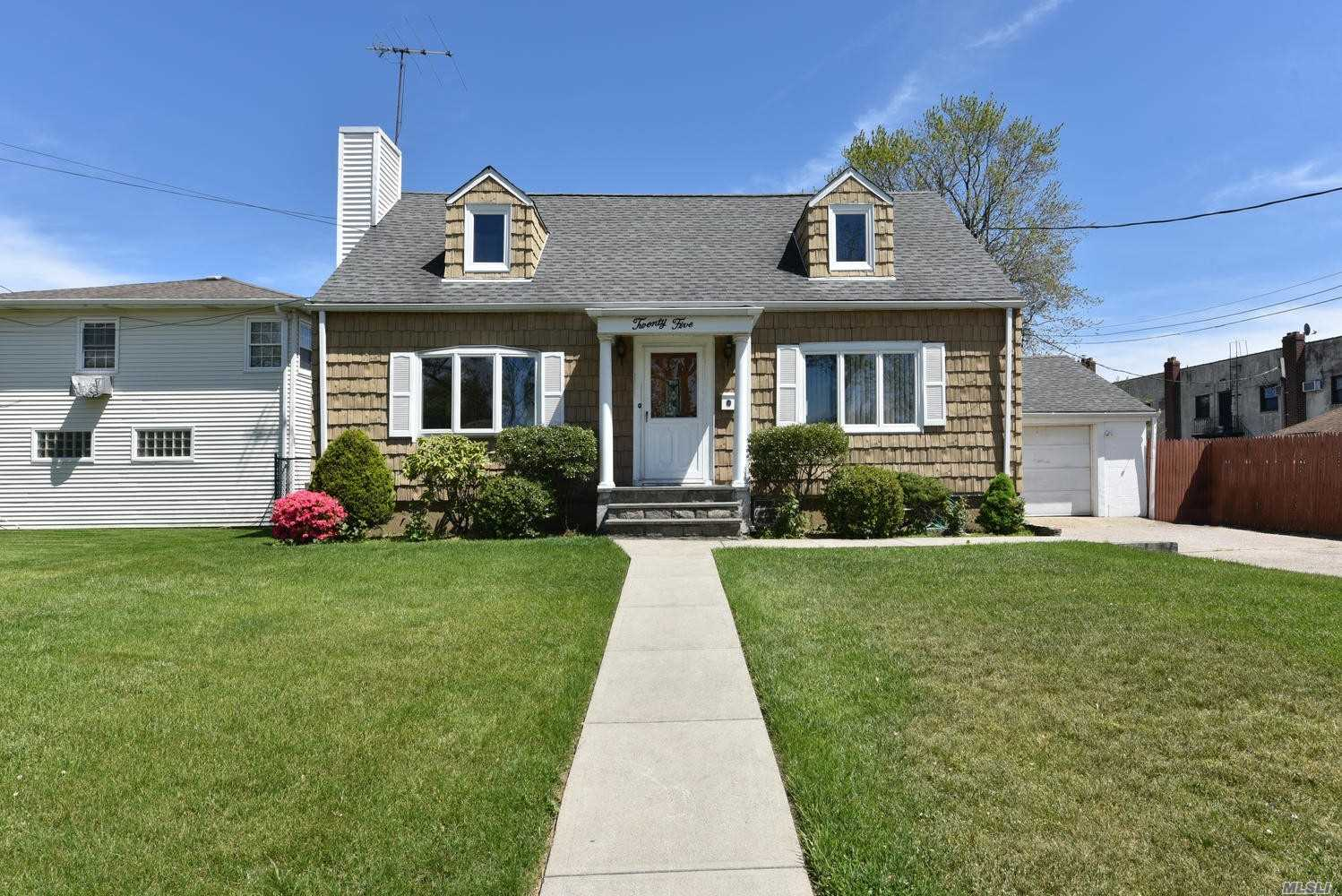 Residential For Sale in 25 Franklin Ave N, Valley Stream, NY ,11580
