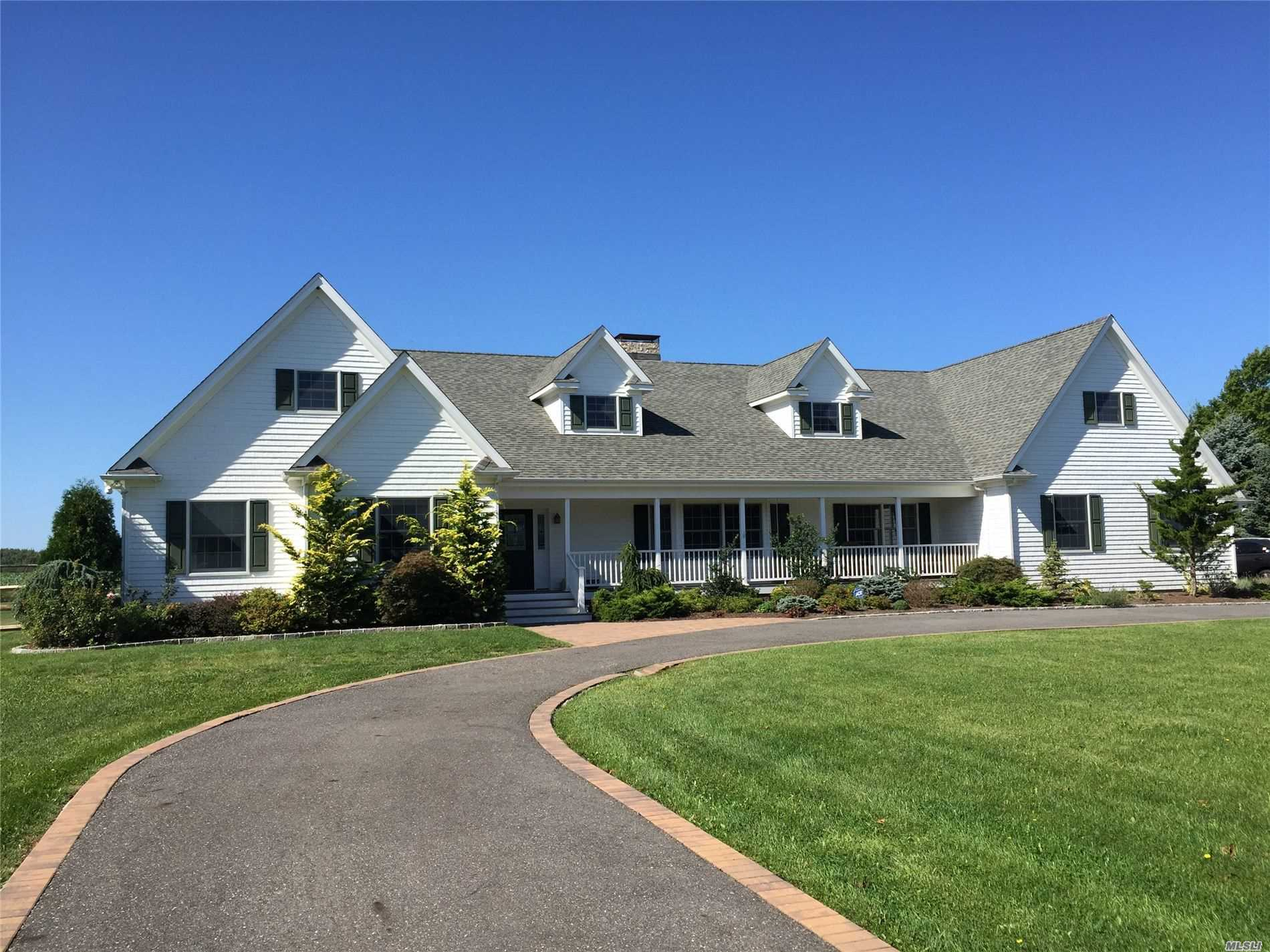Residential For Sale in 143 Pier Avenue, Riverhead, NY ,11901