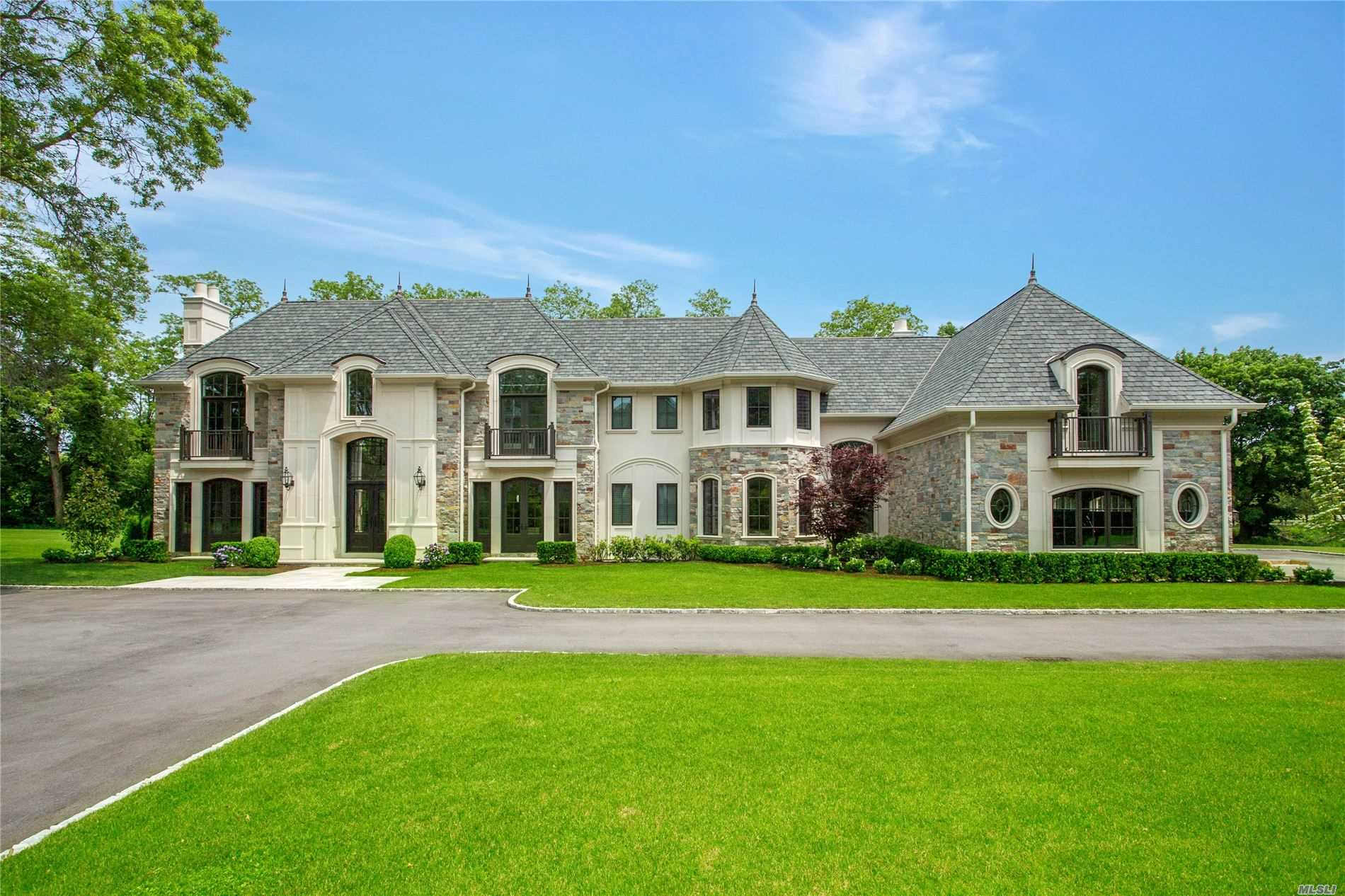 Residential For Sale in 14 Quaker Ridge Drive, Brookville, NY ,11545
