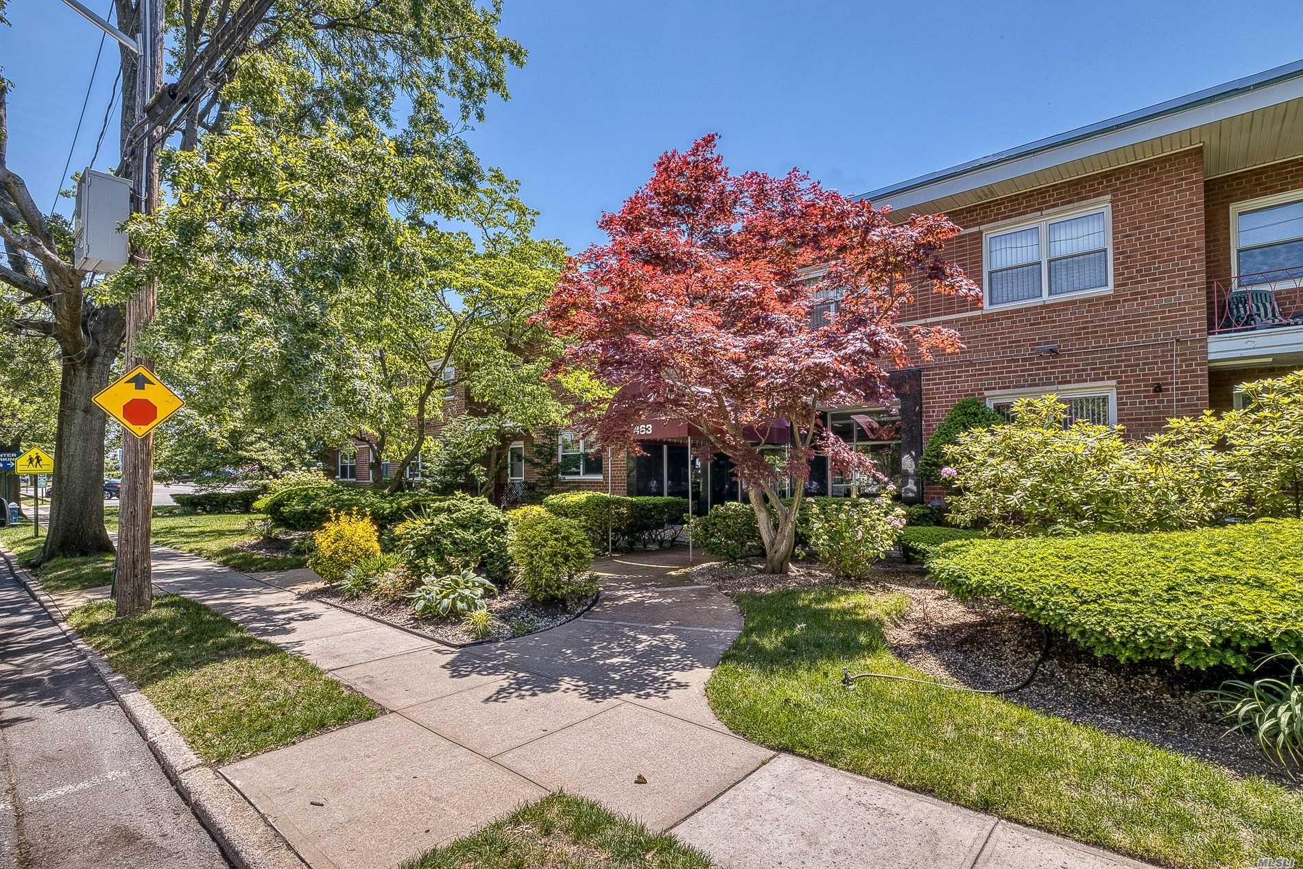 Residential For Sale in 463 Summit Avenue, Cedarhurst, NY ,11516