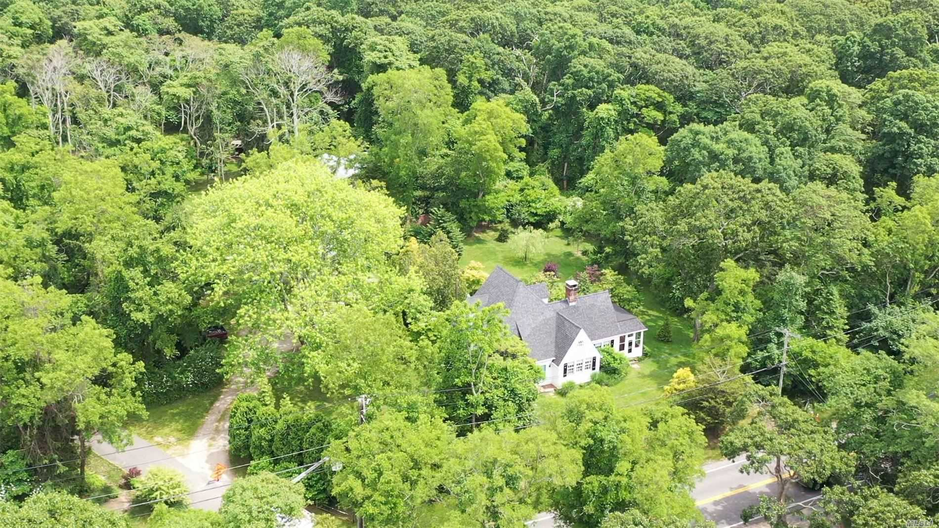 Residential For Rent in 300 Noyack Rd, Southampton, NY ,11968