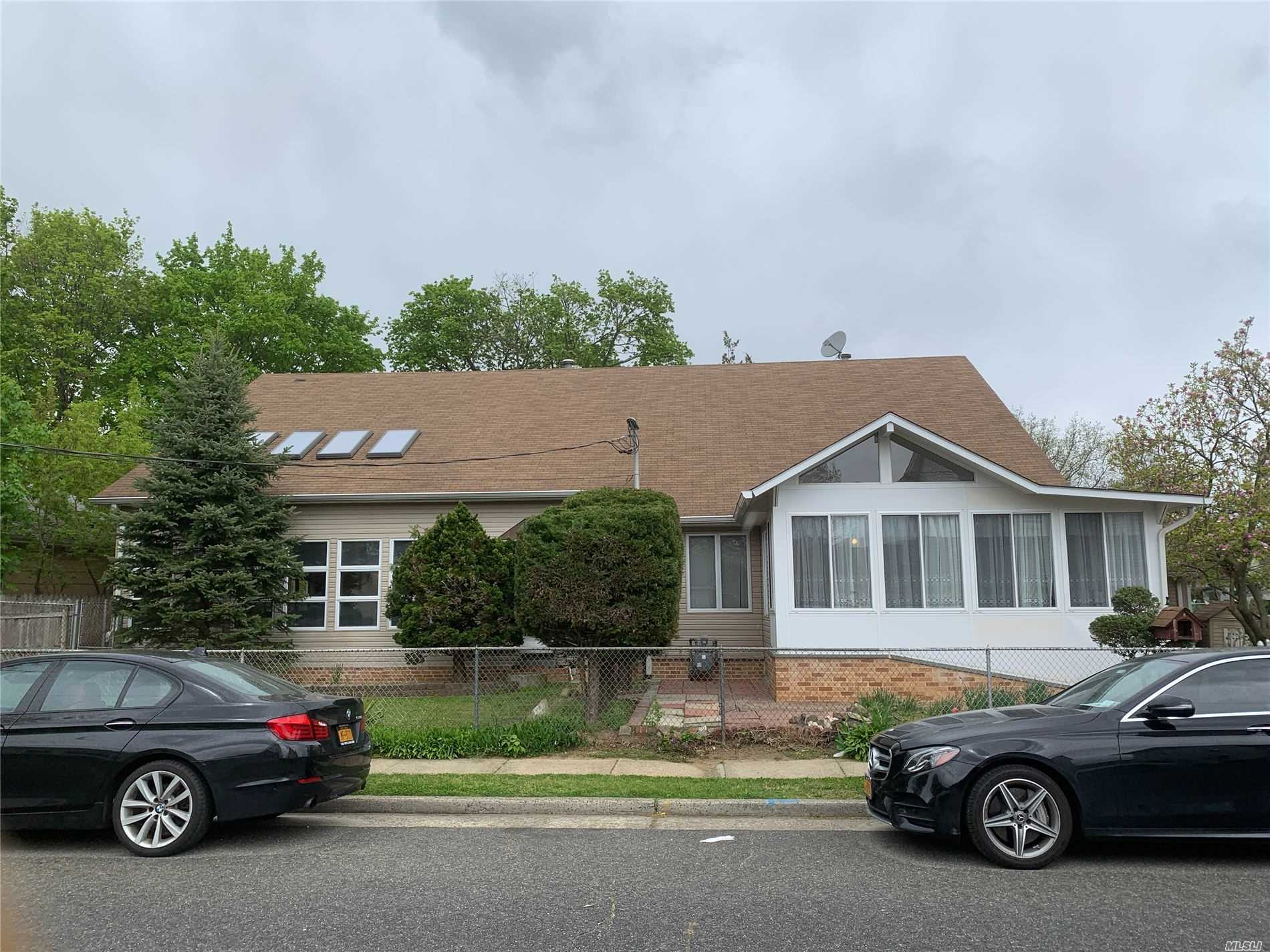 Residential For Sale in 569 Lincoln Avenue, W. Hempstead, NY ,11552