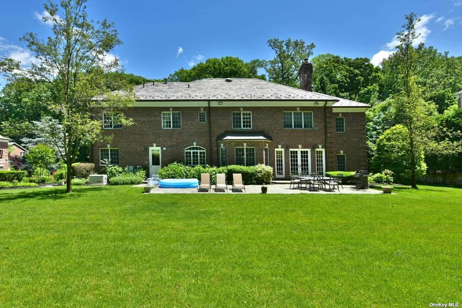 Residential For Sale in 34 Walter Lane, Manhasset, NY ,11030