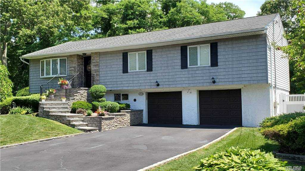 Residential For Sale in 253 Avenue B, Ronkonkoma, NY ,11779