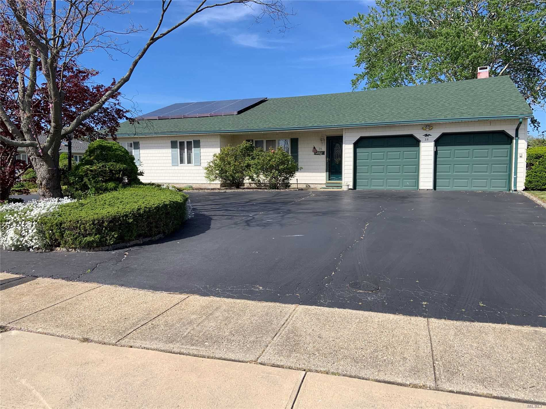 Residential For Sale in 35 Dolphin Lane, Copiague, NY ,11726