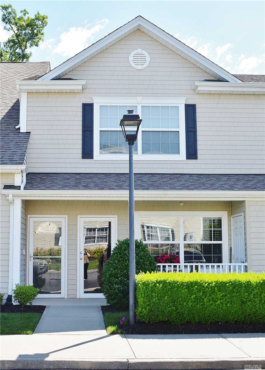 Condominium for sale in 211 Willow Lane, N. Valley Stream, NY ,11580