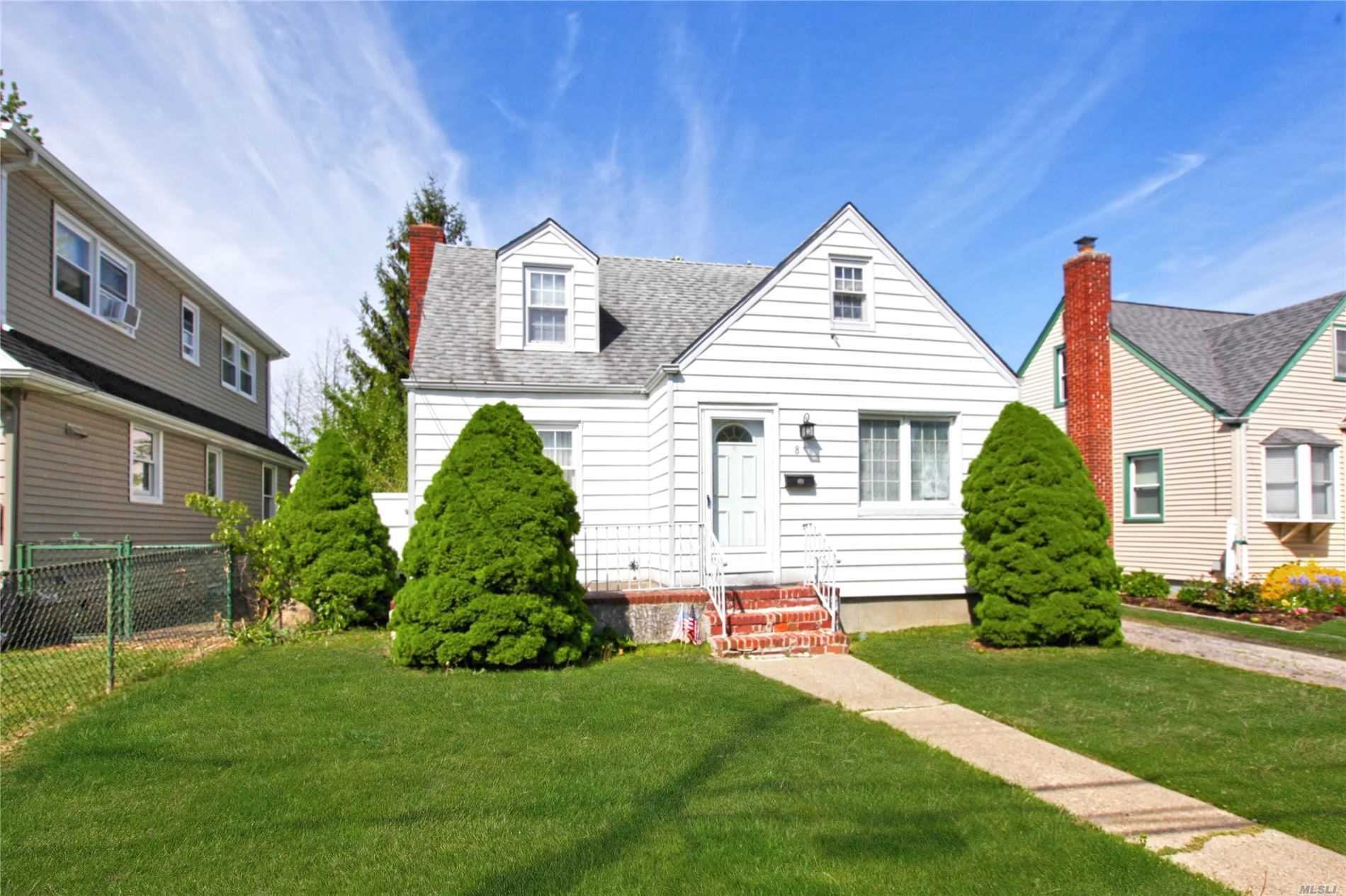 Residential For Sale in 8 Garden Avenue, Carle Place, NY ,11514