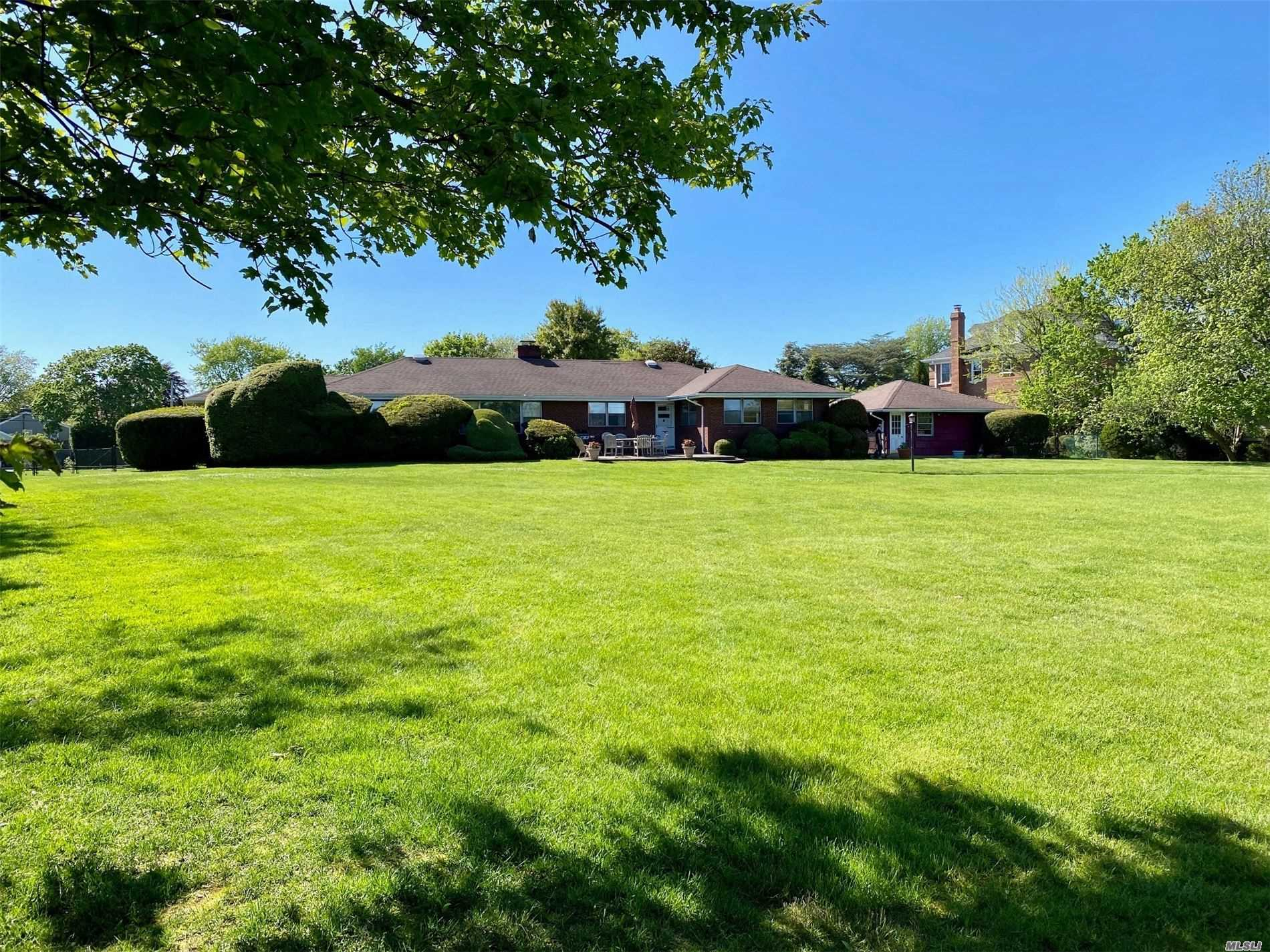 Residential For Sale in 185 Willetts Ln, West Islip, NY ,11795