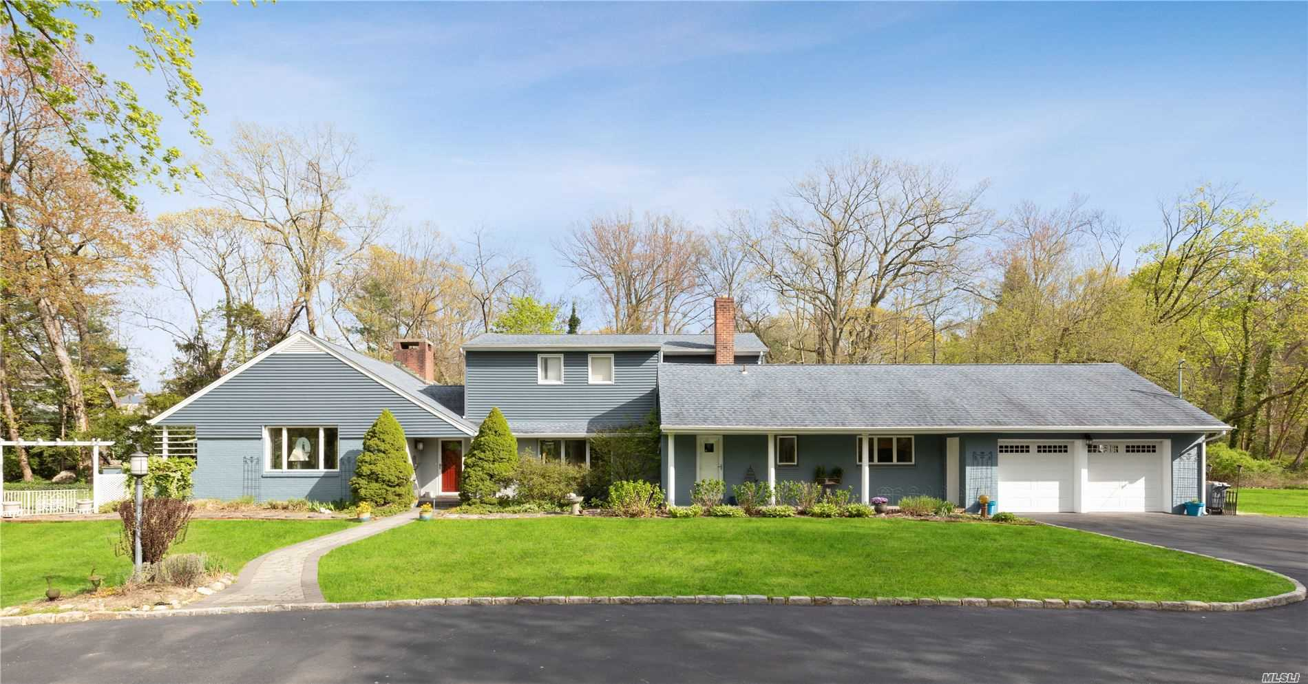 Residential For Sale in 10 Mariners Court, Centerport, NY ,11721