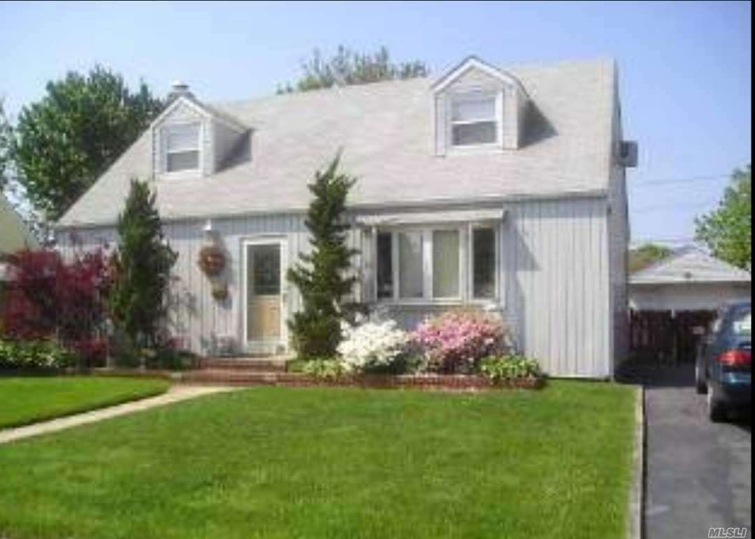 Residential For Sale in 776 Coleridge Rd, Uniondale, NY ,11553