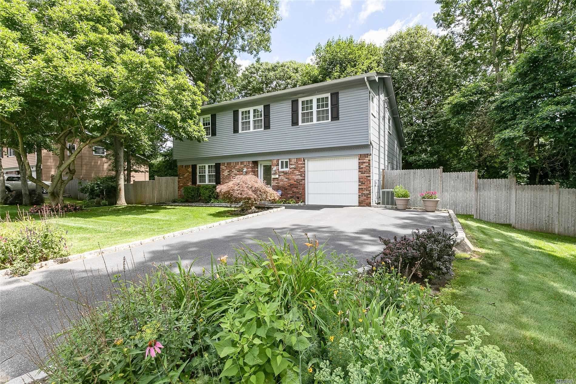 Residential For Sale in 15 Arlington, St. James, NY ,11780