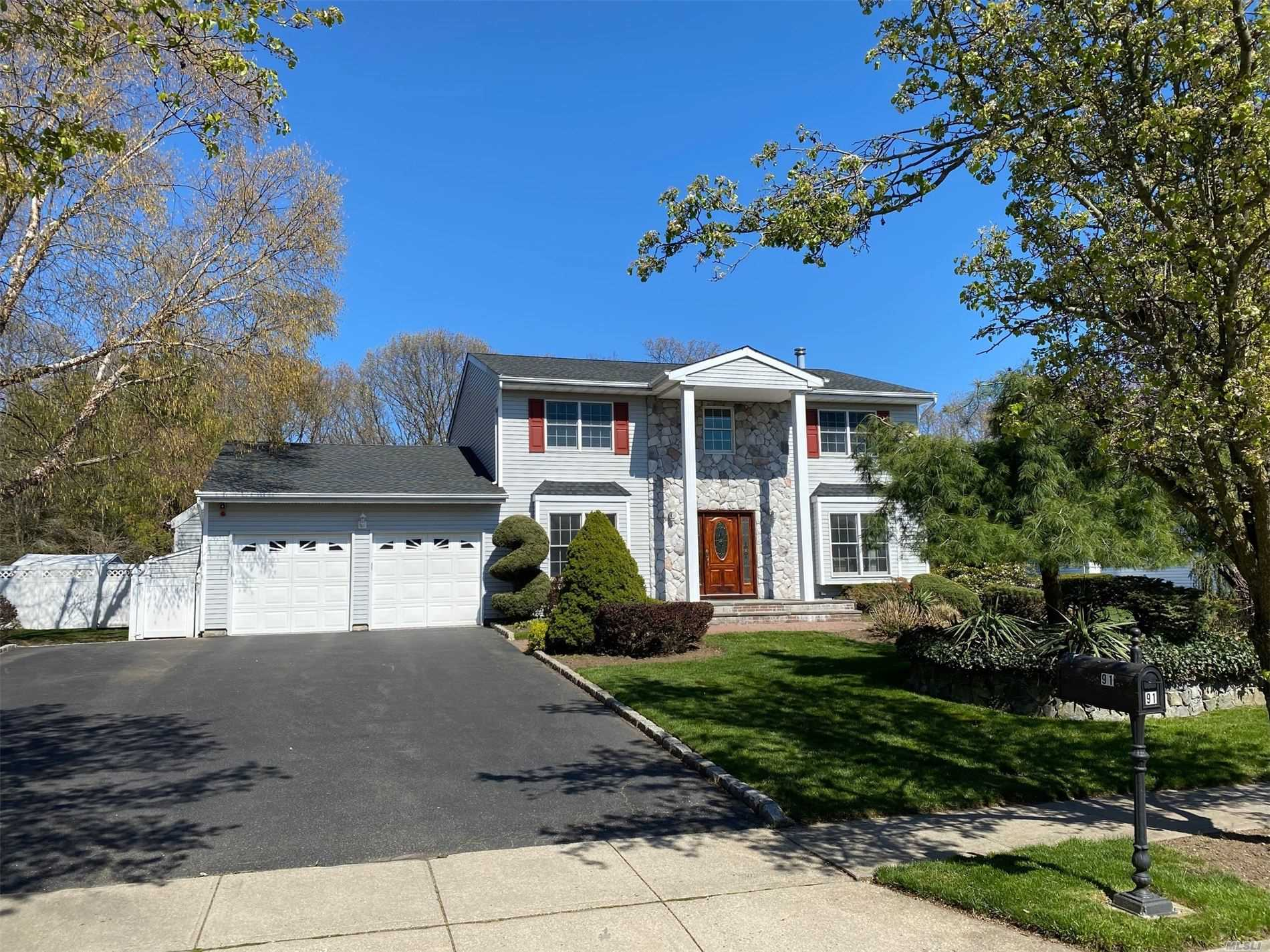 Residential For Sale in 91 Caramel Road, Commack, NY ,11725