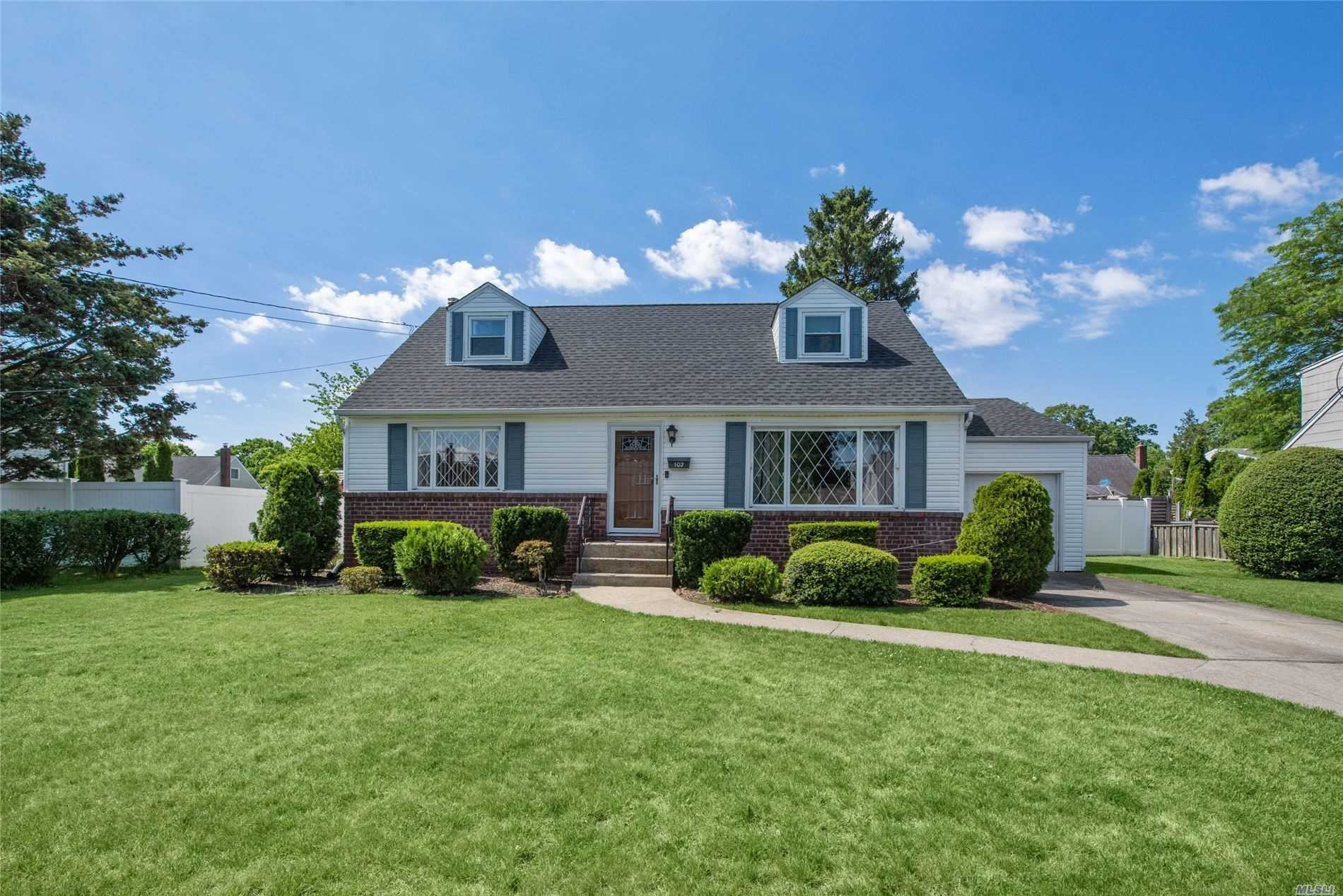 Residential For Sale in 102 Brookes Road, N. Babylon, NY ,11703