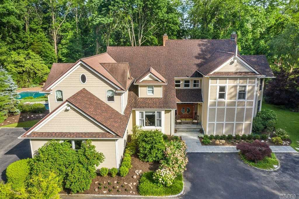Residential For Sale in 4 Toboggan Hill, Cold Spring Hrbr, NY ,11724
