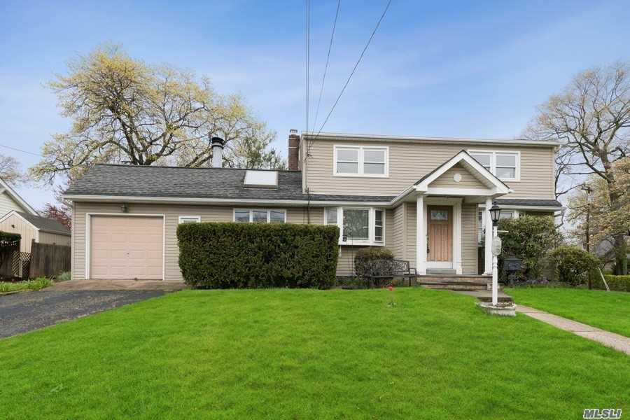 Residential For Sale in 1949 Bedford Ave, N. Bellmore, NY ,11710