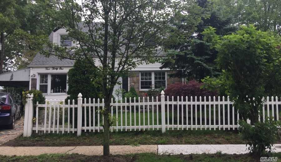 Residential For Sale in 431 Grove St N, Valley Stream, NY ,11580