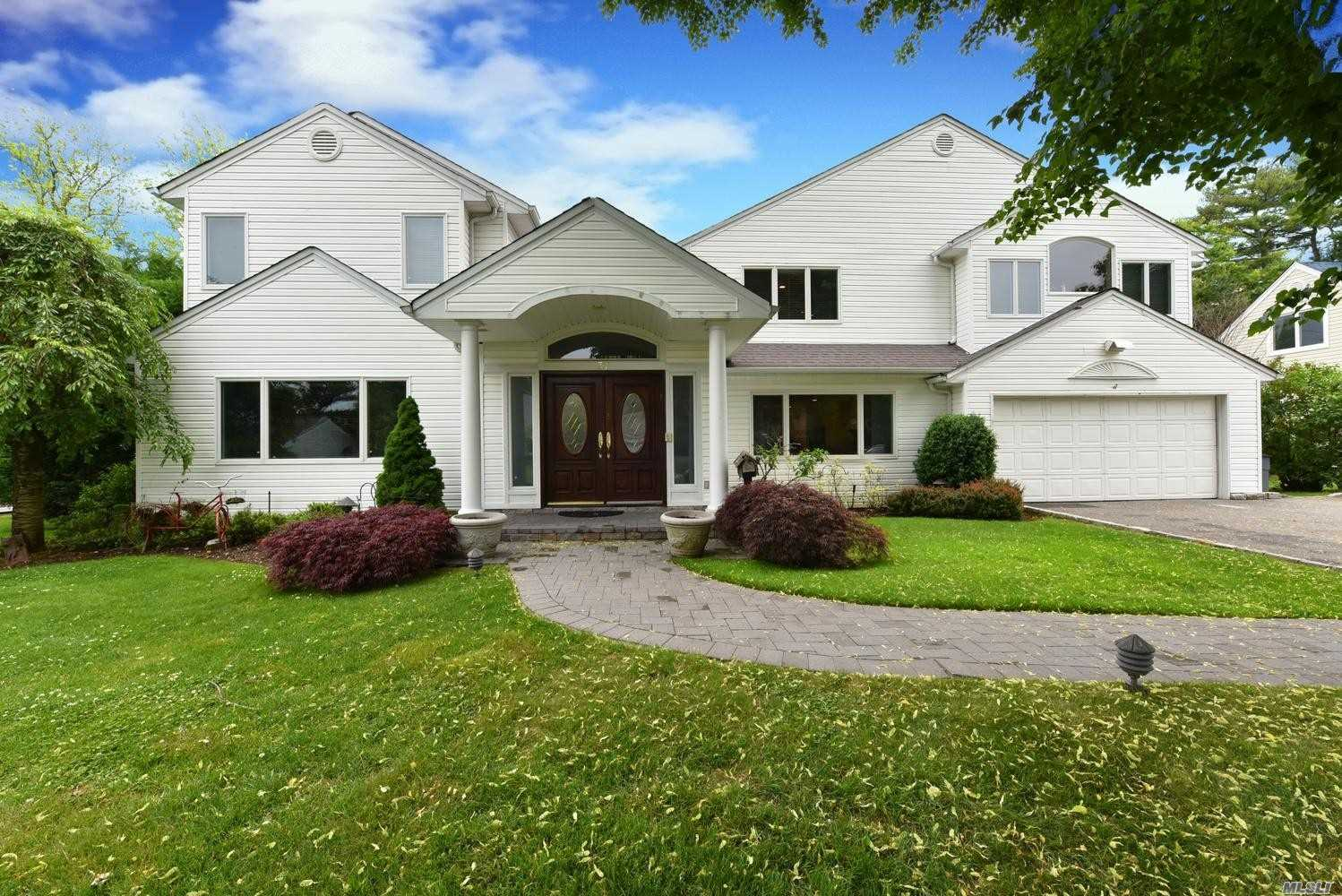 Residential For Sale in 37 Bluebird Drive, Roslyn Heights, NY ,11577