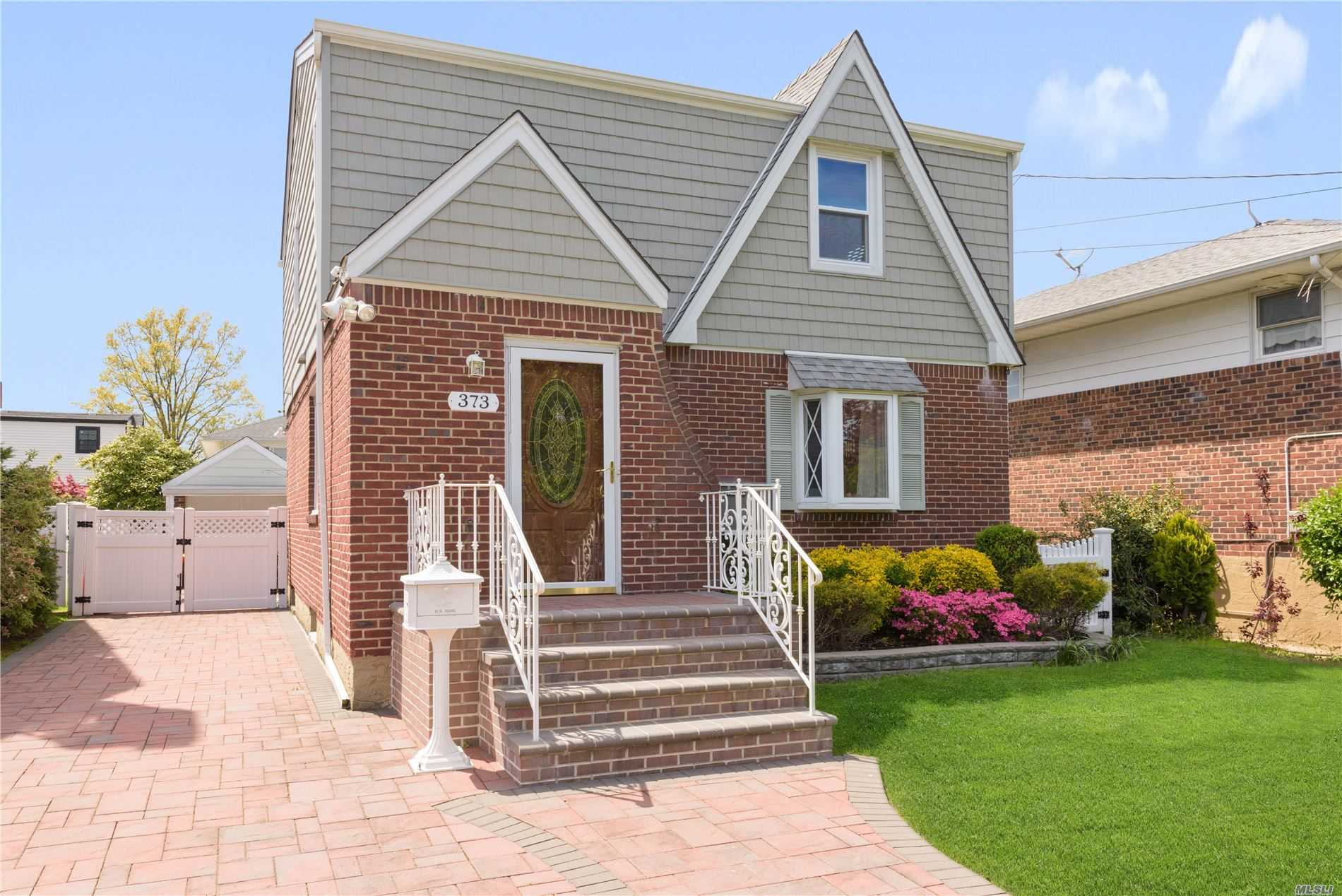 Residential For Sale in 373 Roxbury Road, Garden City, NY ,11530