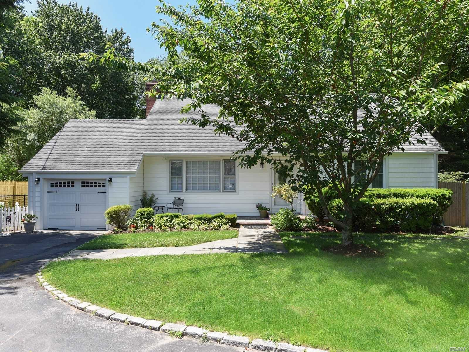 Residential For Sale in 15 Vernon Avenue, East Norwich, NY ,11732