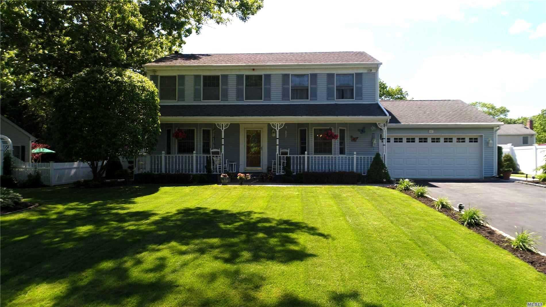 Residential For Sale in 42 Northumberland Drive, Shoreham, NY ,11786