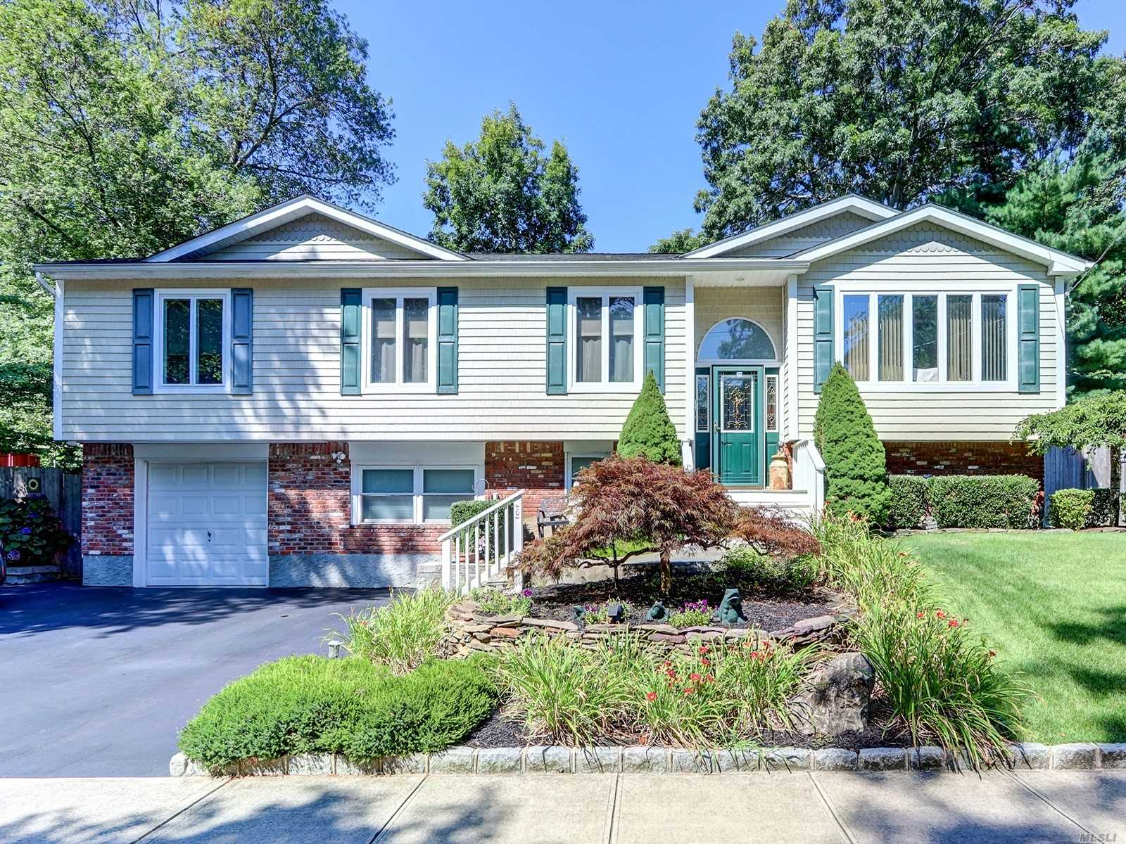 Residential For Sale in 6 Orchard Ave, St. James, NY ,11780